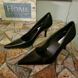 STEVE MADDEN daisy point toe black pumps size 7